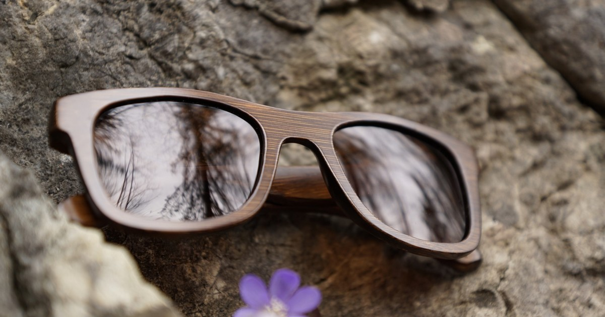Bamboo Sunglasses - for men and women - polarized - uv 400 protection - unsinkable